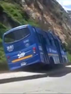Bus del SITP accidentado.