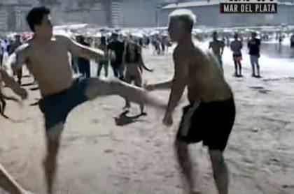 Pelea y escándalo en playa de argentina en año nuevo