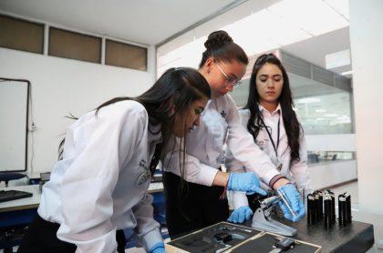Estudiantes del SENA ilustran nota sobre cuánto ganará un aprendiz de esa entidad haciendo sus prácticas en este 2021