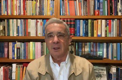 Álvaro Uribe Vélez vuelve a pedir una reforma tributaria para Colombia en el 2021.
