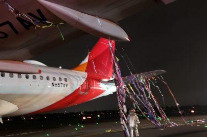 Parte de avión de Avianca que se enredó con globo, mientras aterrizaba en el aeropuerto El Dorado, de Bogotá