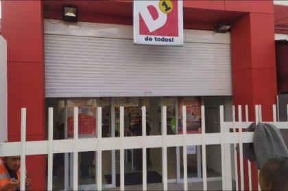 Imagen del supermercado D1 que fue robado este martes en Usaquén, en el norte de Bogotá, horas antes de que empiece la cuarentena estricta