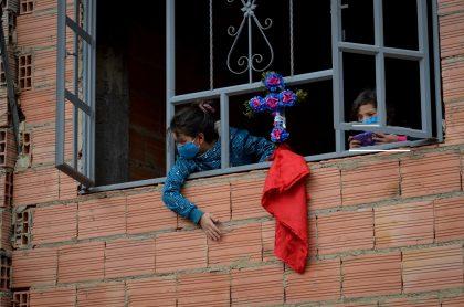 Hogar vulnerable de Bogotá ilustra nota sobre bono económico que recibirán familias de las localidades de la ciudad que entran a cuarentena estricta
