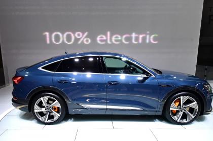 El vehículo eléctrico Audi e-tron Sportback, uno de los más vendidos en Noruega, primer país del mundo en superar el 50 % de carros eléctricos vendidos, se exhibe en el Auto Show de Los Ángeles, el 20 de noviembre de 2019.