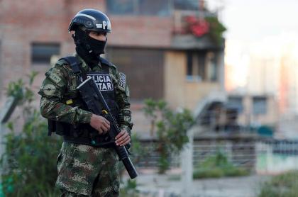 Policía militar vigilando la cuarentena por localidades en Bogotá, ciudadanos que no la respeten serán multados