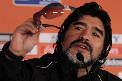 Foto de Maradona ilustra nota sobre que su herencia es suficiente para sus hijos nunca trabajen