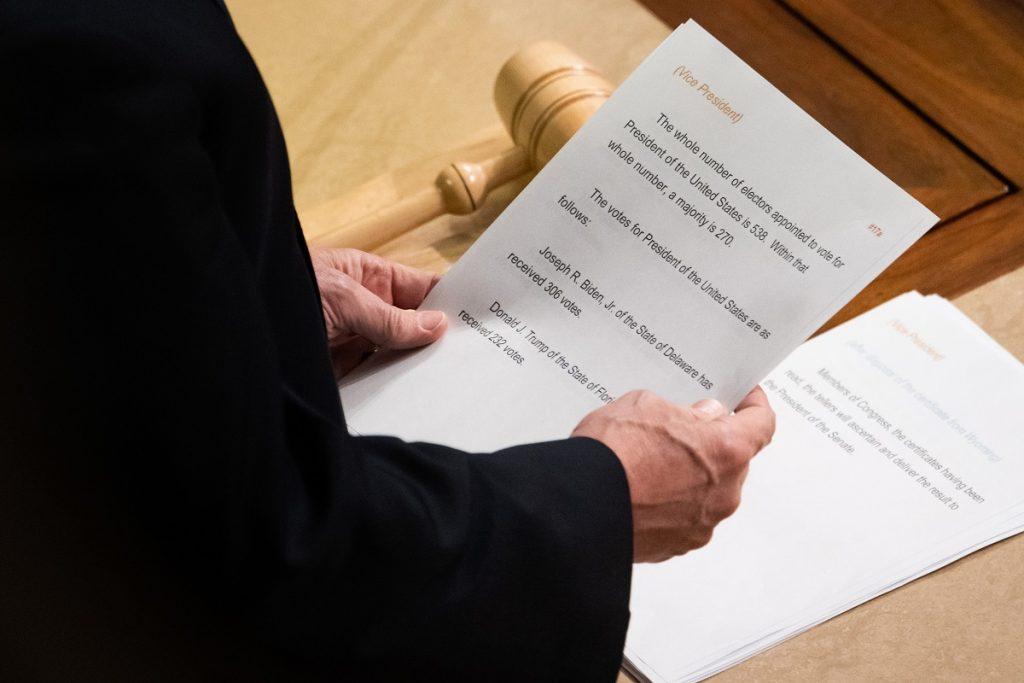 Mike Pence certifica la victoria de Joe Biden / AFP