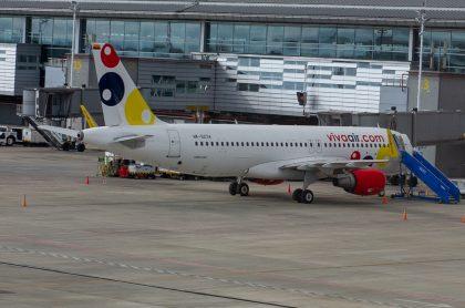 Avión de Viva Air ilustra nota sobre pasajero que murió en un avión de esa aerolínea