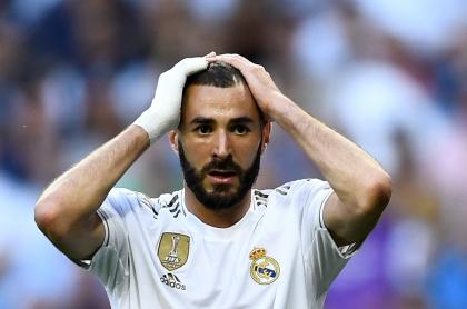 El futbolista francés Karim Benzema, que será juzgado por caso de chantaje por video sexual, aparece el primero de octubre de 2019, durante el partido de fútbol del Grupo A de la Liga de Campeones de la UEFA entre el Real Madrid y el Club Brujas en el estadio Santiago Bernabéu en Madrid.