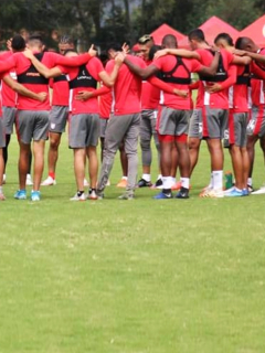 Crítica de Diego Rueda a refuerzos de Independiente Santa Fe. Imagen del equipo rojo en pretemporada.