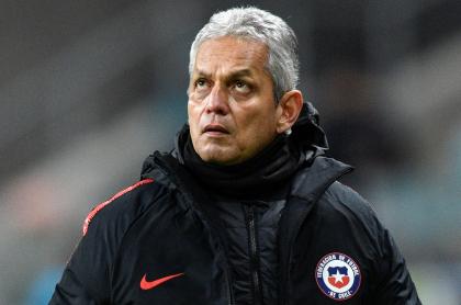 El defensa Nicolás Díaz pide que Reinaldo Rueda no se vaya de Chile. Imagen de referencia del entrenador colombiano.