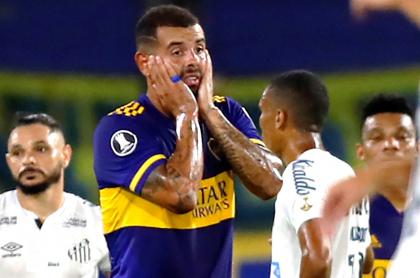 Denuncian posibles casos de COVID-19 en Santos ante Boca en Copa Libertadores. Imagen del partido.