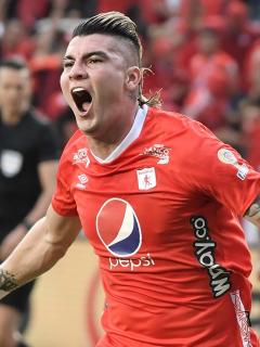 Michael Rangel celebrando un gol con América, quien ahora es nuevo jugador de Santa Fe
