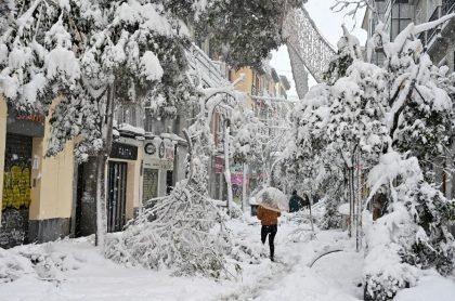 Foto de España, que se enfrenta a una cruel tormenta de nieve .