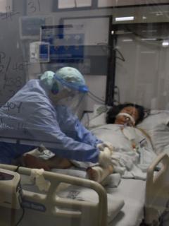 Unidad de cuidados intensivos en hospital de Colombia, país que ya no puede crear más camas UCI por falta de médicos