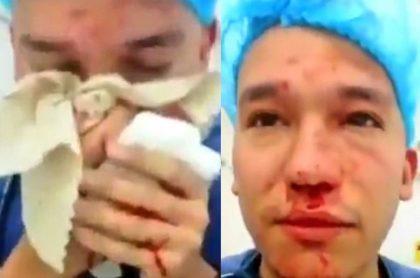 Carlos Piedrahita, médico de urgencias, fue brutalmente golpeado este domingo por un grupo de borrachos en un hospital de Medellín.