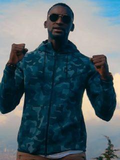 Jackson Martínez en su nuevo video de música cristiana