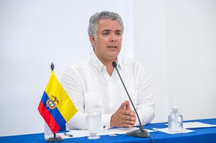 El presidente Iván Duque sigue sano, pese a que varios miembros del alto gobierno han tenido COVID-19.