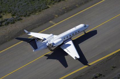 Avión aterrizando ilustra nota de extranjero que viajó a Bogotá sabiendo que tenía COVID-19