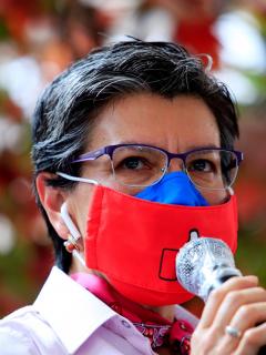 Foto de Claudia López durante intención pública.