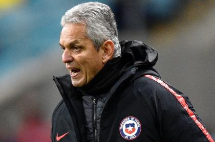 Reinaldo Rueda deja oficialmente la selección chilena. Imagen de referencia del entrenador colombiano.