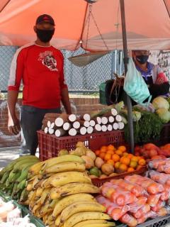 Vendedores ambulantes de la localidad de Kennedy, en Bogotá, dicen que la pandemia los cogió desprevenidos.