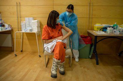 Recuperados y vacunados de COVID-19 tienen el mismo nivel de protección