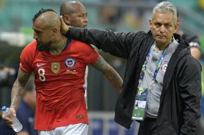 Reinaldo Rueda y Arturo Vidal, quien se despidió del nuevo técnico de la Selección Colombia con un emotivo mensaje