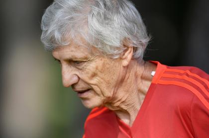 Chile no habría podido quedarse con Pékerman para su selección. Imagen de referencia del entrenador argentino.
