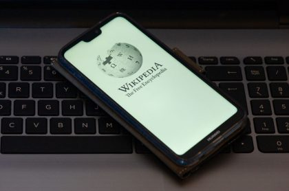 Foto del logo de Wikipedia ilustra nota de sus; ¿es una fuente confiable?