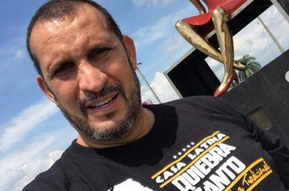 Selfi de 'el Flaco' Solórzano, ilustra nota sobre denuncia que hizo de regalías en televisión y crisis de actores en pandemia.