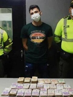 Capturan a hombre quellevaba$115 millonesencaletadosen carro