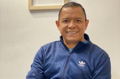 Foto de diciembre de 2020 de Iván René Valenciano, exfutbolista colombiano y comentarista deportivo que superó un problema de insomnio con el consumo de marihuana medicinal.