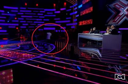 José Vicente Lozano Barros interpretaba un vallenato del 'Binomio de oro' en el 'Factor X' 2021 cuando dio un paso en falso y se cayó en el escenario.