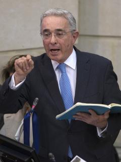 """Álvaro Uribe Vélez, que puso una tutela para que no se refieran a él como """"imputado"""""""