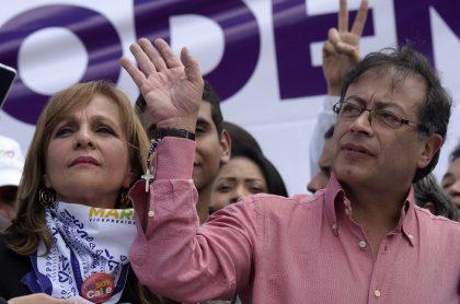 Ángela María Robledo, que renunció a la Colombia Humana, y Gustavo Petro, líder del movimiento