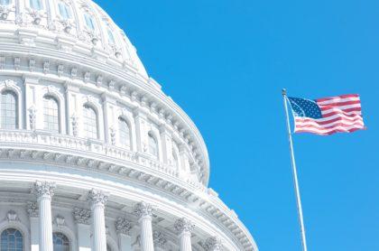 Capitolio de Washington, ilustra nota de pequeño incendio que causó pánico