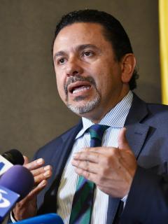 Miguel Ceballos, alto comisnionao de paz, que nego cualquier contacto con el Eln, habla en una rueda de prensa en agosto de 2019.