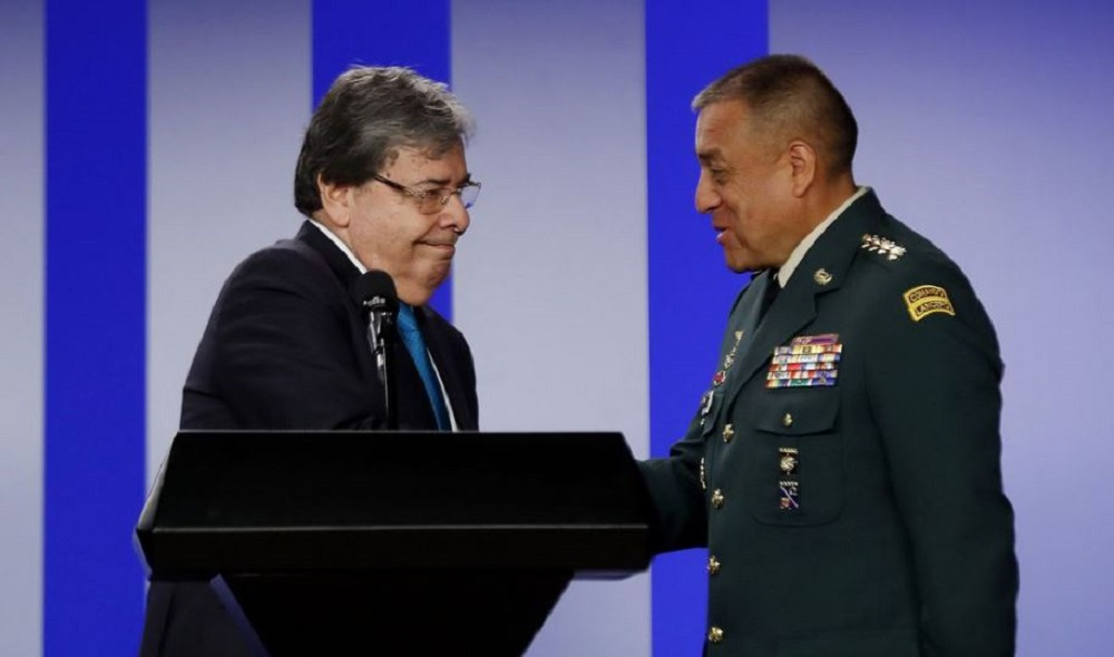 EFE / Carlos Holmes Trujillo y general Luis Fernando Navarro