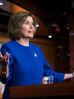 Nancy Pelosi, presidenta de la Cámara de Representantes de EEUU, a quien le robaron su portátil y quisieron venderlo a Rusia