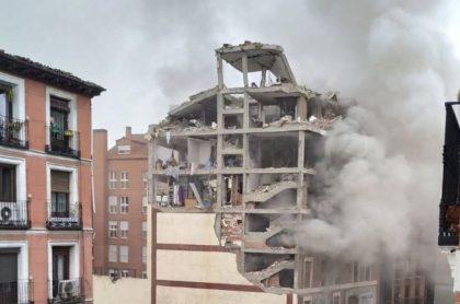Fuerte explosión en edificio sacude al centro de Madrid, España.