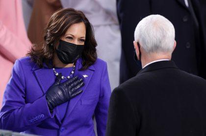 Kamala Harris antes de ser posesionada junto a Joe Biden, quien casi se cae antes de llegar al Capitolio para jurar como vicepresidenta de Estados Unidos