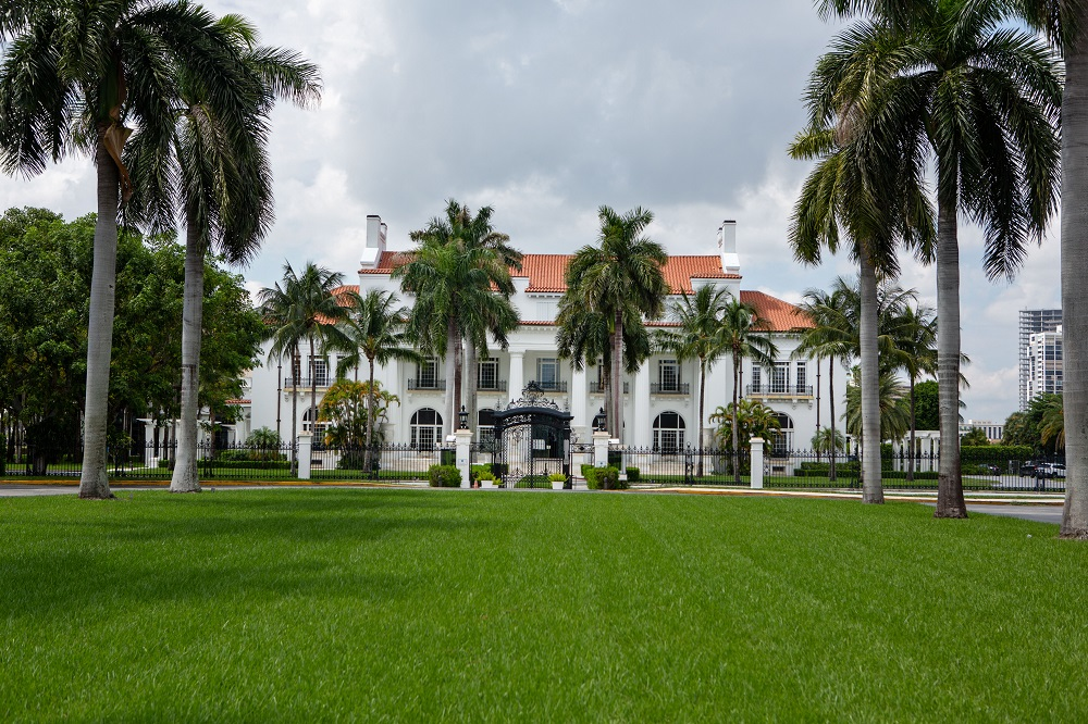 El expresidente de 74 años compró la mansión en 1985 por 10 millones de dólares y la convirtió en un club privado, que se ha convertido en su casa de invierno durante los últimos años. / Getty