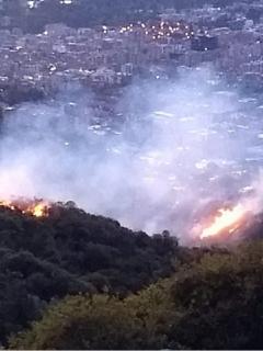 Cuerpos de siete estaciones tuvieron que acudir a tratar de controlar la conflagración en los cerros orientales de Bogotá.