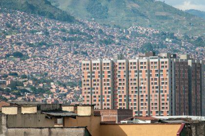 Foto de Medellín ilustra nota sobre pico y cédula hoy 22 de enero: toque de queda nocturno