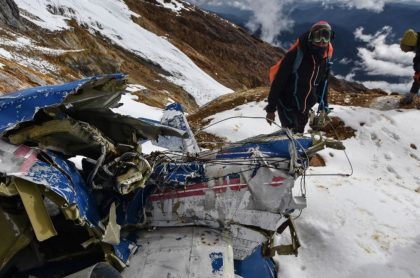 Restos de avión accidentado en 1995 que encontraron en nevado de Huila