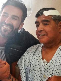 Leopoldo Luque, medico de Maradona le falsificó la firma al famoso 10. Foto de referencia de ambos.