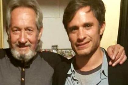 Gael García (d) y su padre, fallecido hoy.