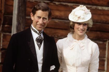 Foto de príncipe Carlos y la princesa Diana, a propósito que le dieron a ella para acostarse con él