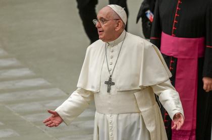 Imagen del papa Francisco ilustra artículo Papa Francisco pide a periodistas salir a la calle